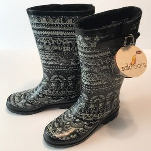 NEW LISTING - NWT SAKROOTS WINTER/RAIN BOOTS